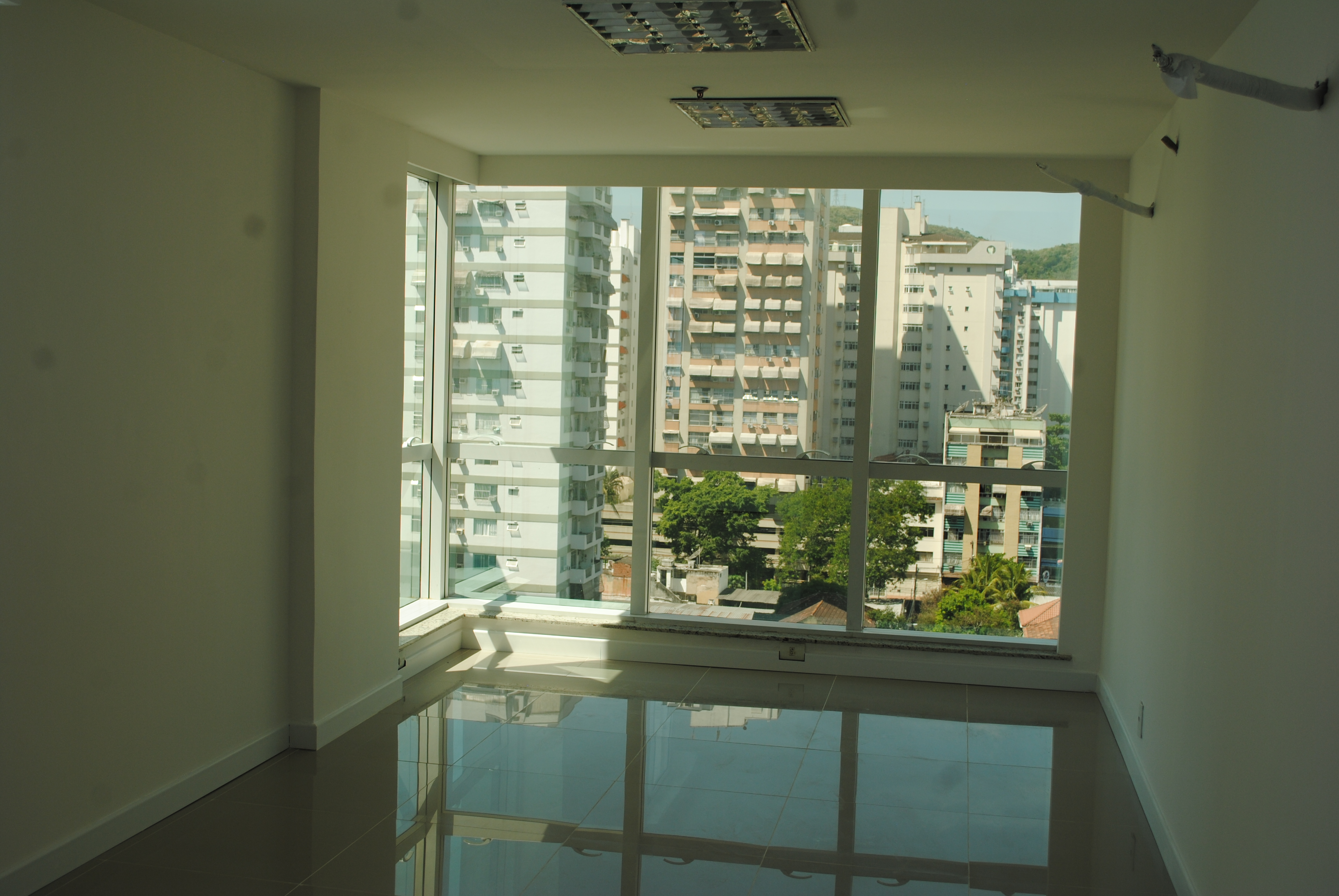 SALA COMERCIAL – 30M² – JARDIM ICARAÍ BUSINESS